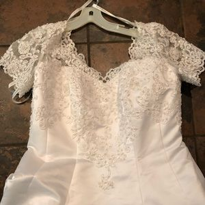 Stunning David's bridal wedding dress size 16W